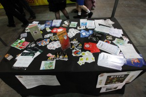 Geekopolis 2015 – stickers sur le stand de l'April
